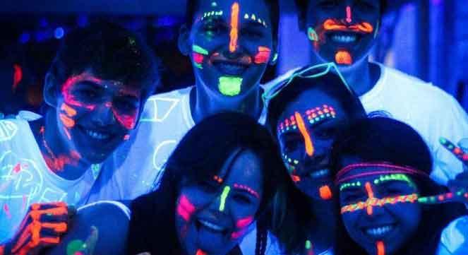 Como fazer uma festa com tema Neon? 2 pintura festa tema neon