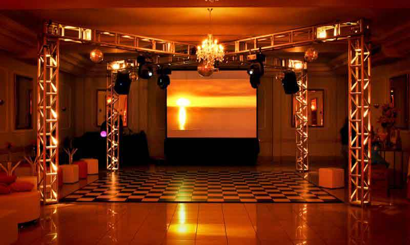 KIT 5 - Dj, som e iluminação (300 pessoas) - LOCAÇÃO 1