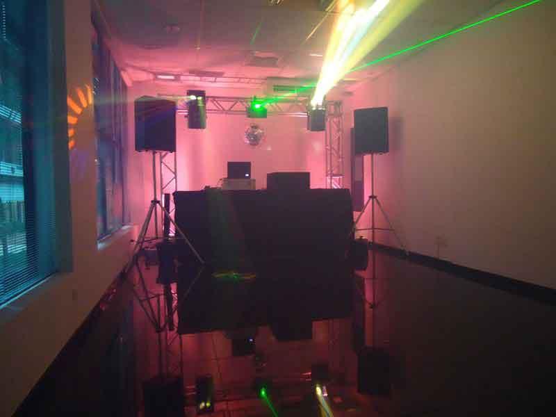 KIT 3 - Dj, som e iluminação (120 pessoas) - LOCAÇÃO 1