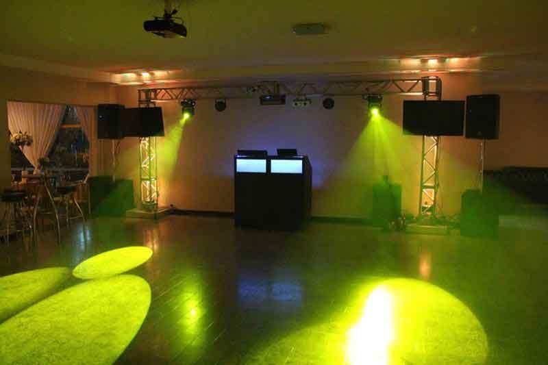 KIT 4 - Dj, som e iluminação (200 pessoas) - LOCAÇÃO 3
