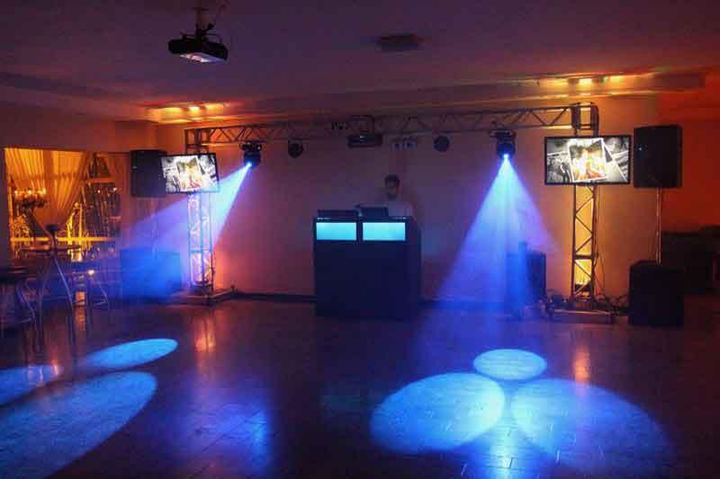 KIT 4 - Dj, som e iluminação (200 pessoas) - LOCAÇÃO 1