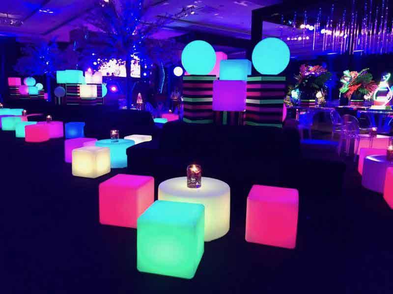 Puffs de led para locação 1 Lounge de Led 26