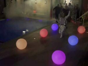 Bolas Iluminadas 6 esferas de led chao indicando caminho power couple